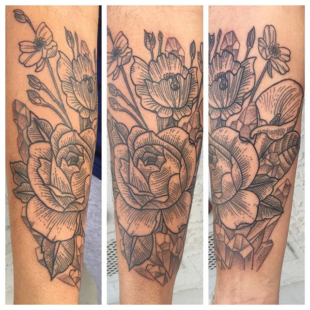 New one from @chriscockadoodledo #botanicaltattoo#etchingtattoo #blxckink #remingtontattoo #northparktattoo